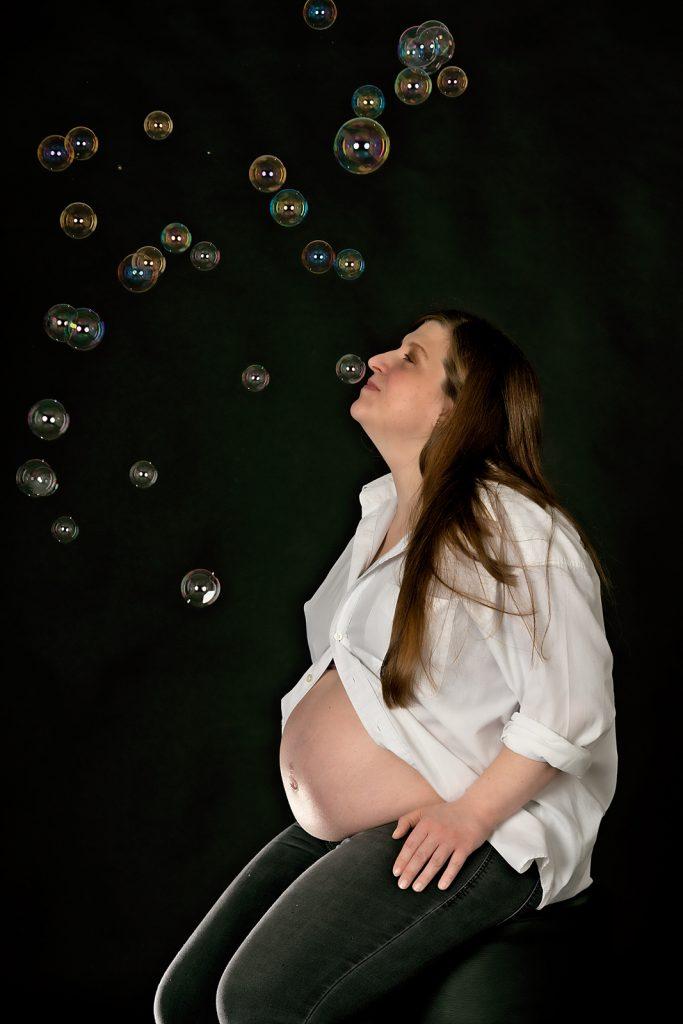 Babybauch-mit-Seifenblasen